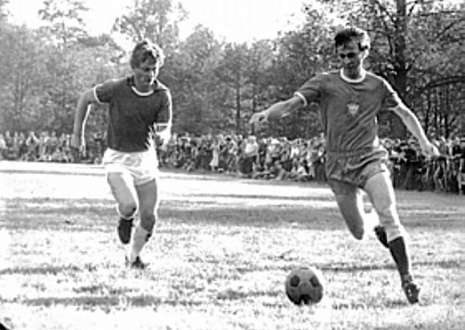 Günther Gross (li.) gegen BFC-Nationalspieler Hans-Jürgen Riediger 06.06.1980