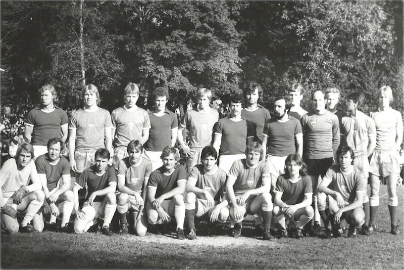 Mannschaftsfoto gemeinsam mit dem BFC Dynamo